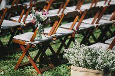 Decoração para cerimônia ao ar livre.  Fotografia: Diogo Perez Decoração: Casório DF Mobiliário: Dirce Decorações Local: Green Park (Brasília)  #wedding #casamento #weddingdecoration #creativewedding