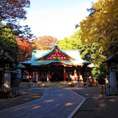 Setagaya Hachimangu is a Shinto shrine that was built in 1546 during the Muromachi Period of Japan.