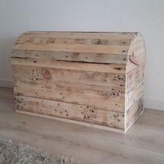 Coffre de rangement en bois de récup'