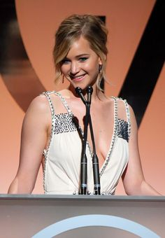 Jennifer Lawrence was beyond perfection at the Producers Guild Awards.
