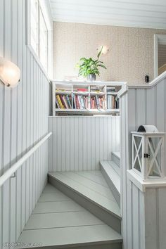 Portaikko Cottage Stairs, Cottage Extension, Basement Stairs, Entrance Hall, Halle, Stairways, Interior Decorating, Decorating Ideas, Home Furnishings