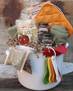 Unique Gift Basket soup pot soup mix pot holders spices etc. Cute for housewarming gift bridal/couple wedding shower or gift hostess gift do chicken soup for a get well gift Jar Gifts, Food Gifts, Craft Gifts, Diy Gift Baskets, Raffle Baskets, Basket Gift, Gift Basket Themes, Get Well Gift Baskets, Theme Baskets