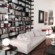 Se lige med her fra italienske De Padovas nye showroom #interior #depadova #milano #designuge #elledecorationdk by elledecorationdk