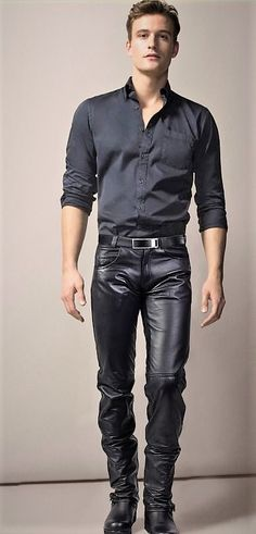 Casual leather Source by Mens Leather Pants, Tight Leather Pants, Best Leather Jackets, Men's Leather, Motard Sexy, Moda Men, Leather Fashion, Mens Fashion, Leder Outfits