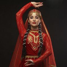 Russian Traditional Dress, Traditional Dresses, Persian Dress, Costumes Around The World, Folk Costume, Beautiful Asian Women, Muslim Fashion, Asian Woman, Kaftan