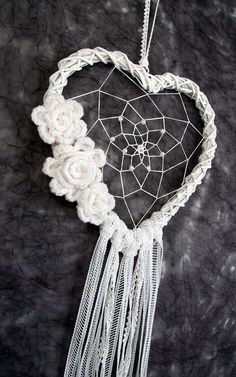 White Heart Dream Catcher Wedding Decoration by Dreamcatcher .- Weiß Herz Dream Catcher Hochzeit Dekoration von DreamcatchersUA White Heart Dream Catcher Wedding Decor by DreamcatchersUA - Dream Catcher Wedding, Lace Dream Catchers, Dream Catcher White, Dream Catcher Boho, Wedding Wall Decorations, Decor Wedding, Boho Wedding, Burlap Door Decorations, Trendy Wedding