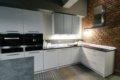 Beautiful modern kitchen with brick elements / Kuchnia z elementami cegły