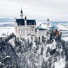 Snow pretty. Neuschwanstein Castle, Germany. Photography by @jacob #aroundtheworldpix