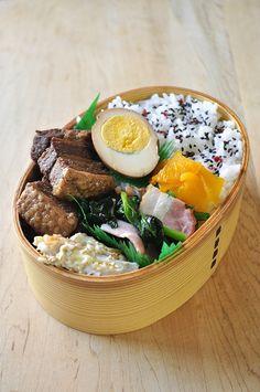 黒酢豚と玉子のお弁当