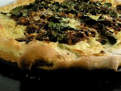 Caramelized Onion, Spinach and Mushroom Pizza with Garlic White Sauce