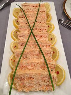 Excellente terrine à base de saumon frais et saumon fumé. Délicieuse et tellement simple à faire.