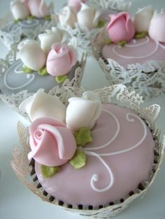 Weddbook is a content discovery engine mostly specialized on wedding concept. You can collect images, videos or articles you discovered  organize them, add your own ideas to your collections and share with other people - Beautiful Cupcakes