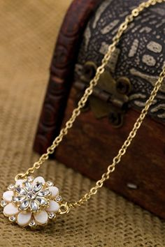 So Cute! Love this Sparkly Flower Necklace! Gemstone Decorated Flower-Shaped Gold Chain Necklace #Gold #Rhinestone #Sparkly #Flower #Fashion #Jewelry #Accessories