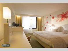Hotel Bloom - Rooms painted by hundreds of Eu Artists in Brussels