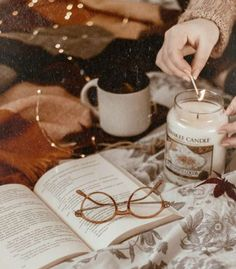 Book And Coffee, Herbst Bucket List, Estilo Geek, Fall Inspiration, Cozy Aesthetic, Autumn Aesthetic Tumblr, Autumn Tumblr, Autumn Cozy, Book Photography
