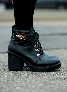 http://www.vinted.pl/damskie-obuwie/botki/10233594-botki-maffashion-style-pygmy-black-booties-39