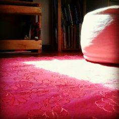 Abra a janela, deixe o sol entrar em sua casa para iluminar o dia...