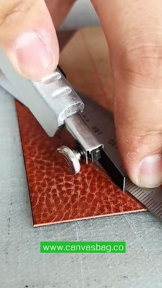 Diy Leather Wallet Pattern, Leather Notepad, Leather Tutorial, Handmade Leather Wallet, Sewing Leather, Diy Leather Projects, Leather Diy Crafts, Leather Craft Tools, Leather Working Tools
