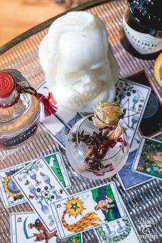 tarot card and the best friends Gin And Tonic, Tarot Cards, Matcha, Magic, Tea, Purple, Drinks, Life, Tarot Card Decks
