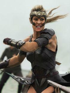 Robin Wright in Wonder Woman Fantasy Female Warrior, Warrior Girl, Warrior Princess, Wonder Woman Art, Gal Gadot Wonder Woman, Marvel Dc, Robin Wright Hair, Amazons Women Warriors, Batman Begins