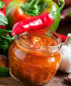 Bottles And Jars, Pesto, Pickles, Barbecue, Cooking Tips, A Table, Chili, Food And Drink, Stuffed Peppers