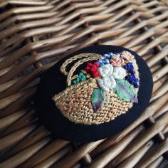 sold【展示品】花摘み  刺繍ブローチピン