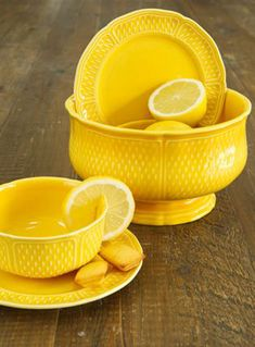 I know I'll never need another set of dishes in this lifetime but if I were in the market for a new set, this is the one I would look for!!