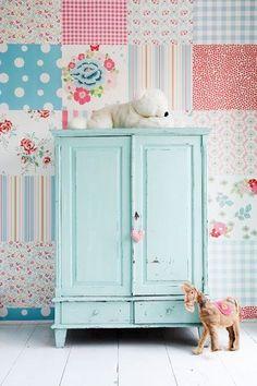 coordonne_wallpaper_papel_de_parede_referans05.jpg 400×600 pixels cute idea for feature wall