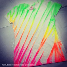 Neon fabric spray paint shirt diy + video tutorial, great way to revamp an old t-shirt. Cute Crafts, Crafts To Do, Diy Crafts, Tinta Neon, Batik Shirt, Fabric Spray Paint, Spray Painting, Fabric Paint Shirt, Ty Dye