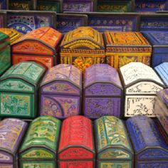 Cajas de madera laqueada, Olinalá, México What a super collection of boxes @ deedidit #Cajas # Boxes