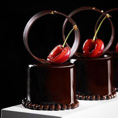 Guanaja 70% chocolate Petit Gataeux #chefsroll #Bachour #bachourchocolate…