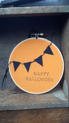 Halloween hoop art / www.thehoopshop.etsy.com