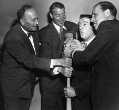 A Sporting News press shot of comic legends' Bud Abbott and Lou Costello clowning around with baseball greats' Ty Cobb and Joe DiMaggio, circa Baseball Movies, Baseball Boys, Baseball Photos, Sport Football, Softball, Funny Comedians, Comedy Duos, Abbott And Costello, Lou Gehrig
