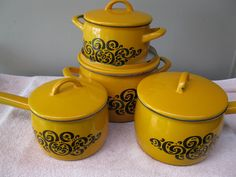 VINTAGE RETRO 1970S SET OF 4 ARABIA (FINLAND) PUMPKIN YELLOW SAUCEPANS.