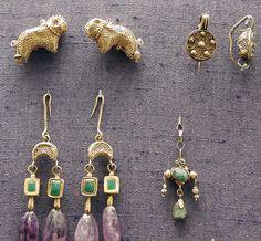 earrings, gold, Byzantine by Atelier Sol, via Byzantine Gold, Byzantine Jewelry, Renaissance Jewelry, Medieval Jewelry, Ancient Jewelry, Roman Jewelry, Greek Jewelry, Old Jewelry, Antique Jewelry