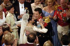 Kronprins Frederik og kronprinsesse Mary blev gift den 14. maj 2004. de har 10 års bryllupsdag 14 maj 2014 :D