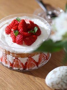 「フローラで☆苺のショートケーキ」フローラボウル150㎜にすっぽり入るショートケーキをスポンジから作りました。優しい味のショートケーキを、フローラで♡【楽天レシピ】