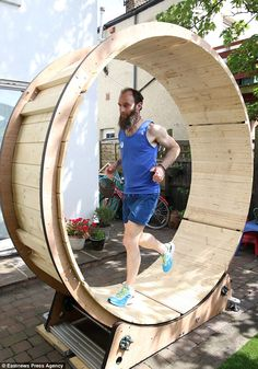 The 'human hamster' builds wheel for charity run Home Made Gym, Diy Home Gym, Backyard Gym, Backyard For Kids, Backyard Playground, Diy Gym Equipment, No Equipment Workout, Cat Exercise Wheel, Fitness Trail