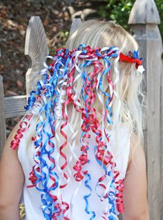 To show their patriotic pride with this red, white, and blue ribbon crown! show you how to make this diy ribbon crown for the of july 4th Of July Parade, 4th Of July Celebration, 4th Of July Events, Patriotic Crafts, Patriotic Party, Party Decoration, Craft Party, 4. Juli Party, Colegio Ideas