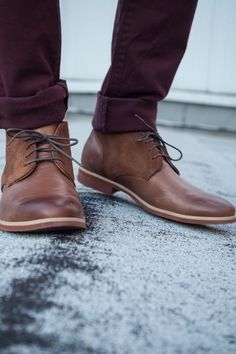 Sunday night great look alert! Brown chukka boots with burgundy jeans. Just love this look guys. Something about the long sleek chukka just looks Me Too Shoes, Women's Shoes, Shoe Boots, Dress Shoes, Golf Shoes, Shoes Men, Men's Boots, Dress Pants, Ankle Boots
