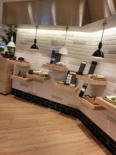 恵比寿ガーデンカフェ - 内観写真:入り口入ってすぐにあるディスプレイ