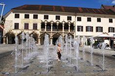 Hauptplatz von Bruck an der Mur mit dem gotischen Kornmesserhaus Austria, Switzerland, Netherlands, Germany, Louvre, Europe, Mansions, House Styles, Building