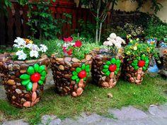 19 Impressive Stone Garden Decorations That Everyone Can Make Garden Yard Ideas, Garden Crafts, Garden Projects, Garden Art, Garden Design, Flower Pot Crafts, Clay Pot Crafts, Flower Pots, Homemade Garden Decorations