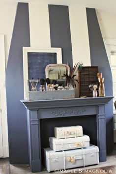 12 Brilliant Things to Do With Your Non-Working Fireplace - Modern Design Empty Fireplace Ideas, Rustic Fireplace Mantle, Unused Fireplace, Living Room Decor Fireplace, Fake Fireplace, Modern Fireplace, Fireplace Design, Fireplace Decorations, Fireplace Candles