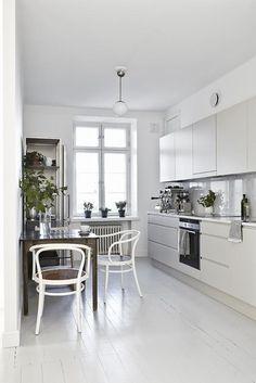 Un appartement brun, blanc et noir à Helsinki - PLANETE DECO a homes world