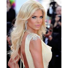 Cannes with Victoria 😘 Naturally Beautiful, Beautiful Eyes, Gorgeous Women, Blonde Beauty, Blonde Hair, Hair Beauty, Cannes, Nordic Blonde, Victoria Silvstedt