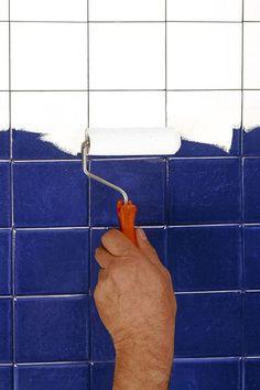 Peinture sans solvant à base de résine époxy à poser sans sous couche. Vendue sous forme de Kit Atmosani. 85 euros. Atmos.
