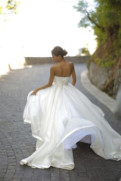 The hem of the skirt is so beautiful!