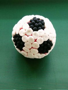 Ball football or basketball made of sweets. With your favorite sweets. Soccer Birthday Parties, Barbie Birthday Party, Soccer Party, Sports Party, Party World, Diy Party, Buffet, Sweets, Baby Shower