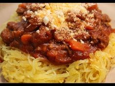 Spaghetti Squash with Meat Sauce.I just used this recipe for the spaghetti squash and ate it like pasta :-) So good! Skinny Recipes, Paleo Recipes, Dinner Recipes, Cooking Recipes, Dinner Ideas, Think Food, Food For Thought, Clean Eating, Bon Appetit